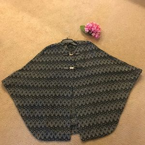 Gorgeous poncho/cape with buckles
